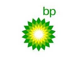 BP ha observado ahorros en los costos de las licencias anuales, el soporte y el mantenimiento gracias a la ejecución de sistemas en AWS, ...
